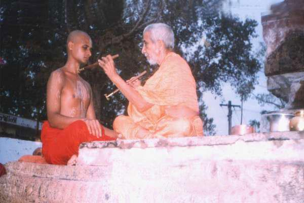 satyatmaru getting mudradharana