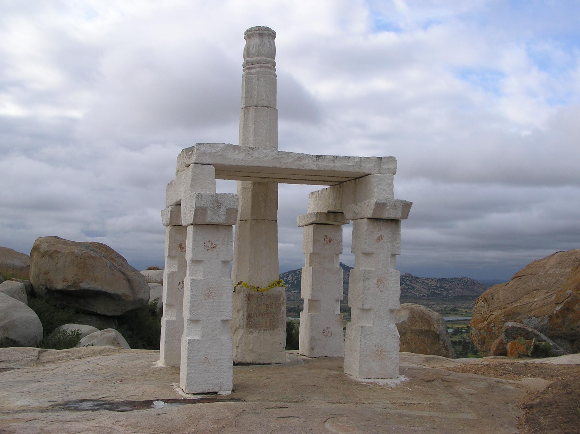 AKSHOBHYA THEERTHARA VijyaSthambha