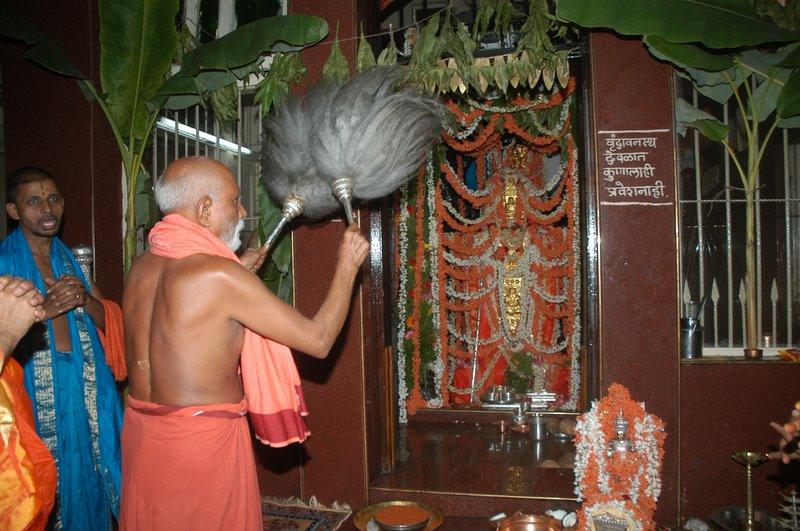 SuyateendraTirth swamiji offering Seva to VardendraTirth swamiji's Mool Vrundavana ( Pune).